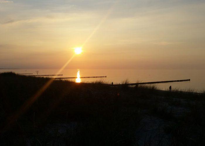 Zingst. Sonnenaufgang am Strand